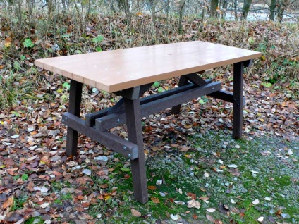Thames Table - recycled plastic wood/mixed plastic base