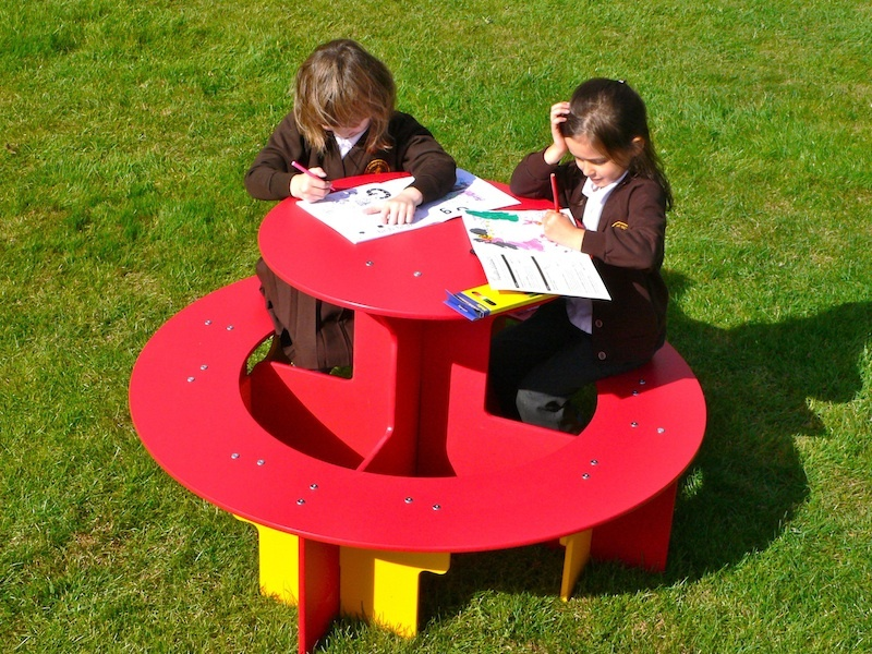 Childrens Play House Curved Roof Play Den Recycled Plastic - Recycled plastic round picnic table